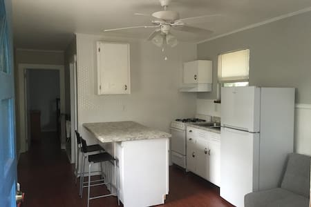 Modern Flat in Downtown Biloxi - Apartamento