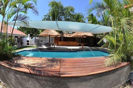 Parrot Resort Poolside Room 1 - Moalboal - Bed & Breakfast