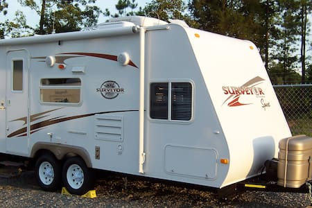 Cozy 19' Travel Trailer w/ Slide! - Northport - Apartment