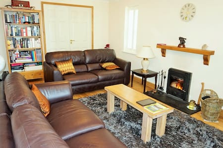 Modern home in historic castle town - Caerphilly