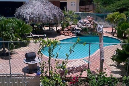 Rustig gelegen appartement met zwembad - Lejlighed