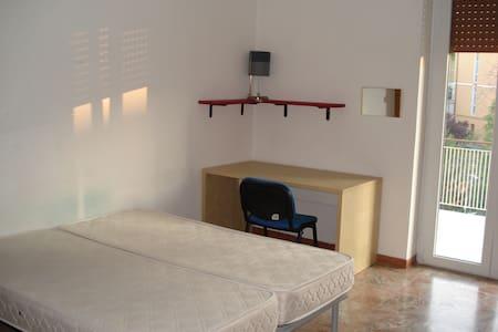 Chieti stanza singola via dei Martiri Lancianesi - Appartement