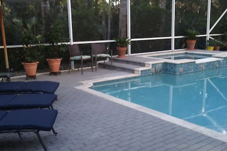 Pool and spa 1 mile from treasure coast beaches - Dom