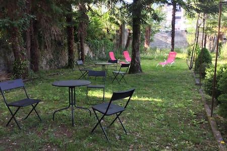 Beau rez de jardin avec terrasse 4p - Lourdes