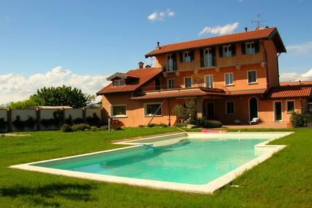 4 bedroom villa & pool, Divignano - Divignano