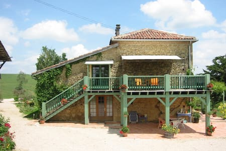 Beautiful large hayloft gite for 2-4, lovely pool - Labastide-Paumès