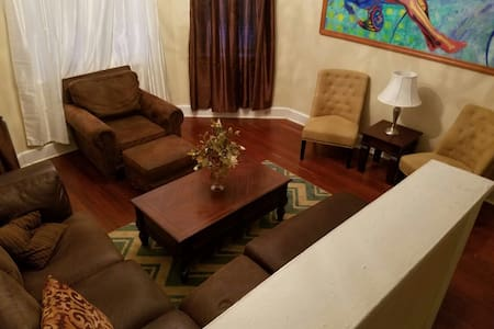 Charming BIG house in Paterson NJ. 16 Mins to NYC - Σπίτι
