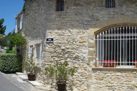 Belle maison de village au charme provençal 95m² - Caumont-sur-Durance