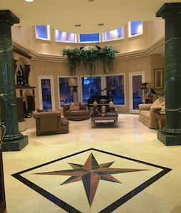 5 star room in a Spanish Villa - Las Vegas - Villa