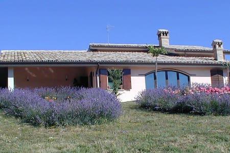 VILLA PANORAMICA IN OASI NATURALISTICA COLFIORITO - Foligno - Villa