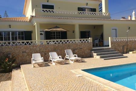 Jolie villa avec piscine proche mer - Villa