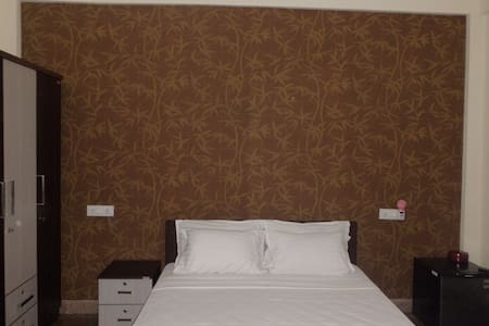 Hospitality Inn Cochin, Deluxe Room with aircon - Maison