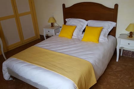 La chambre Jaune - Bed & Breakfast