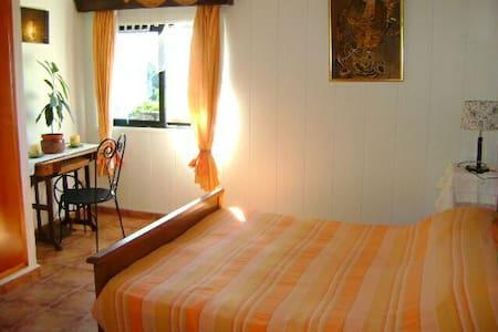 Chambre à lit double,vue sur vallée - Bed & Breakfast