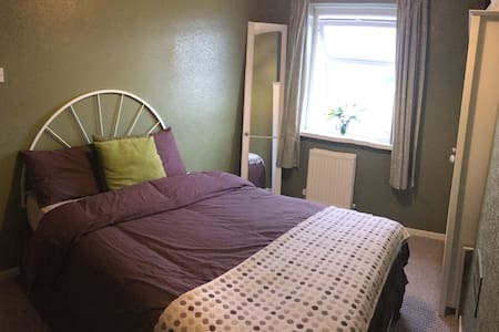 Cozy and private room in Newcastle-Under-Lyme - Casa