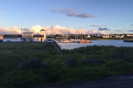 Cozy 1bed apt overlooking marina - Kilrush