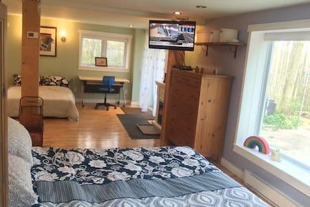 Escarpment Retreat, Sleeps 6! - Campbellville