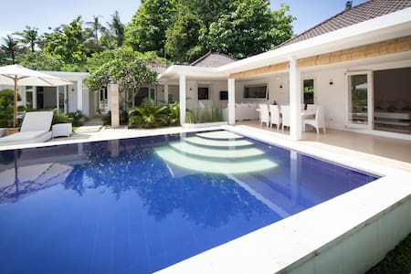 Luxury modern pool villa Lovina, fully staffed - Buleleng - Villa