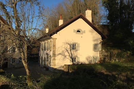 Petite maison en milieu rural - Eclagnens - House