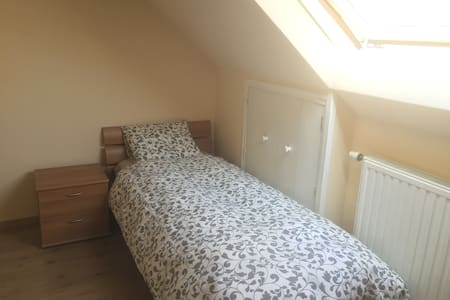 Single bed Room & private shower in Brussels - Flat
