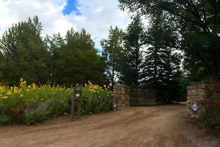 Country Garden Suite on beautiful Tesuque Estate - Santa Fe - Guesthouse