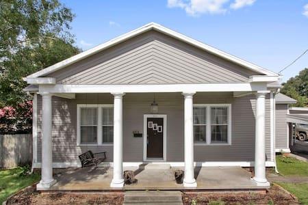 Historic home-charming bedroom - Casa