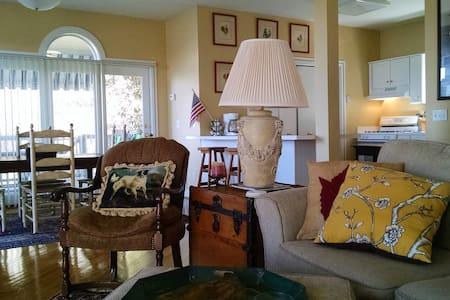 Beautiful Lakehouse Retreat...Pet Friendly! - Ház
