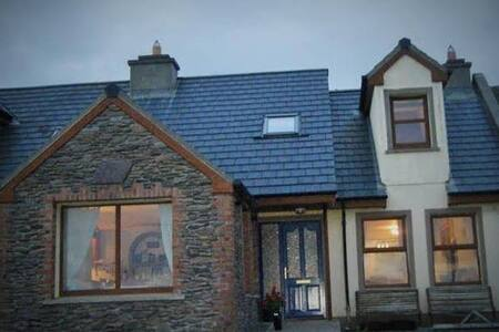 Double room (en-suite + continental breakfast). Located in An Gaeltacht in West Kerry, we have 4 rooms to rent.  Come as a visitor and leave as a friend.....