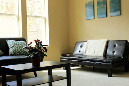 Modern 3 Bedroom Town Home - Richmond - Adosado