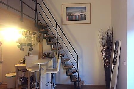 Modernes Studio City und Weser nah mit gr. Balkon - Apartamento
