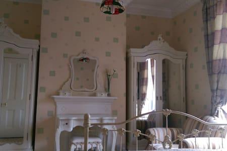 Double bedroom in Victorian house - Dublin - Hus