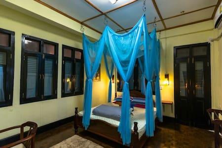 河景大阳台的豪华大床房——5+&Viradesa guesthouse - Luang Prabang