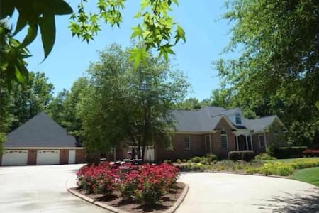 Deluxe Guesthouse, Simpsonvillearea - Bed & Breakfast