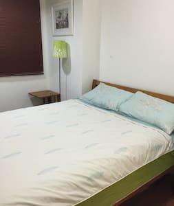 迷人陽光山景+獨立房間雙人床 - Pis