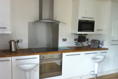 Welcome to a modern home in Enfield - London - Inap sarapan
