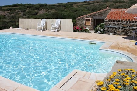 La Chintana C, villa romantica con piscina - Sassari - Rekkehus