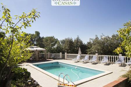 Vacarisses Grande for 16 people with a private pool, 40 minutes from Barcelona and the beach - Villa