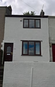 Modern, city centre terraced house. - House