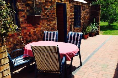 self-catering cottage in Kyalami - Rumah