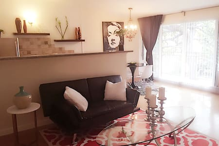 PERFECT LOCATION! WEHO,SUNSET STRIP