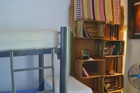 La Jarana Traveler House - Bed & Breakfast