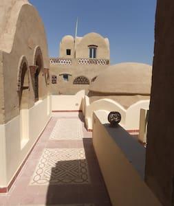 Beautiful spacious 2 bed apartment Nile view - Al Biirat - Apartamento