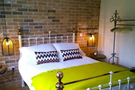 A HIGH QUALITY, DELIGHTFUL VILLAGE - Takeley - Bed & Breakfast