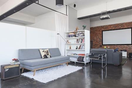 705 - The Perfect Penthouse in Maboneng, Jhb - Lägenhet