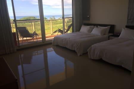 大姆灣旅棧!鄉村農莊建築風格.擁有田園風光及蔚藍海洋沙灘.翆綠山巒~ - Bed & Breakfast
