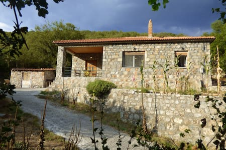Stone house in traditional village - Poliani - Haus
