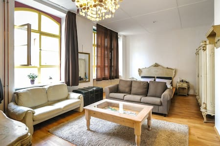 Beautiful Loft-Style room  - close to city center - Lejlighed