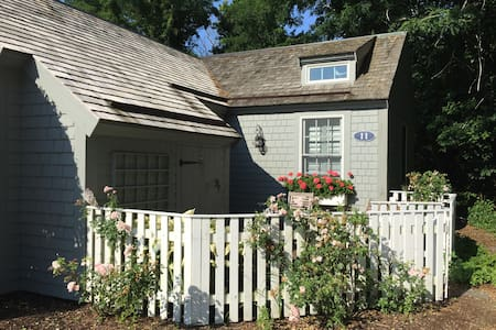 Quaint Cape Cod Cottage on a Private Deeded Beach! - Townhouse