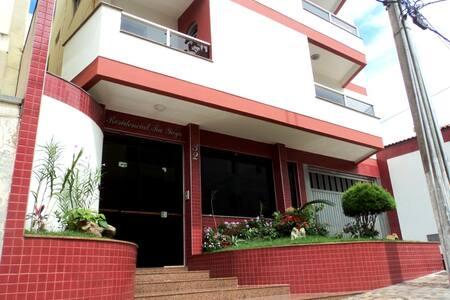 Quarto privado em apto grande, no centro da cidade - Patos de Minas - Apartamento