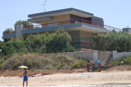 Villa CAPITOLO:a terrace on the Adriatic sea, 6pax - Monopoli - Villa